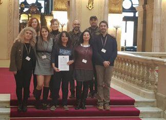 Coincidiendo con la celebración del día internacional contra el abuso sexual infantil, diversos colectivos visitan el Parlament para hacer entrega de sus peticiones.