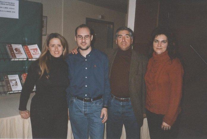 Fotografia de la Junta Directiva l'any 2002 (fons d'imatges de l'Associació d'Història de Barberà)